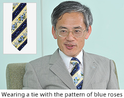 Wearing a tie with the pattern of blue roses